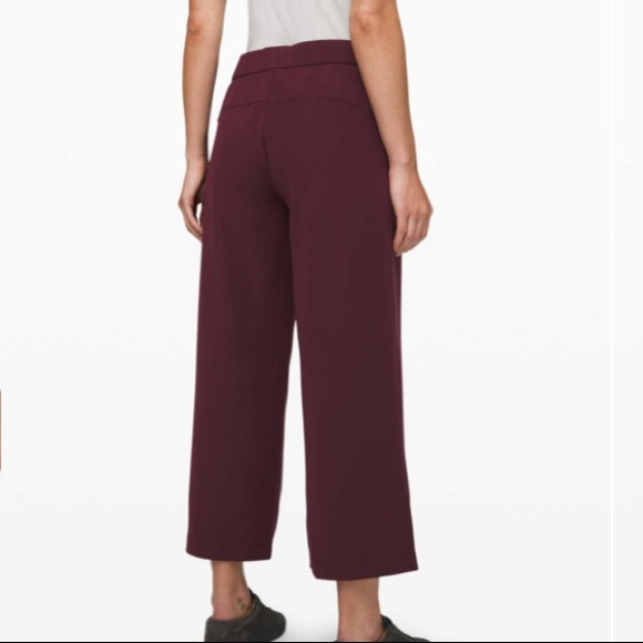 Brand New never worn LULU On The Fly pant
